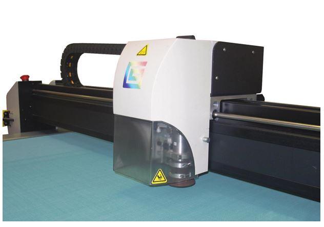 DCS 2600 Pivex Gerber Cutter
